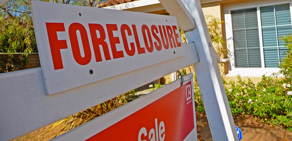 U.S. foreclosures dropped 50% in a year – but not in Fla.
